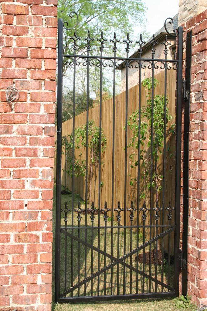Allen-Iron-Works-Birmingham-Iron-Garden-Gates-682x1024
