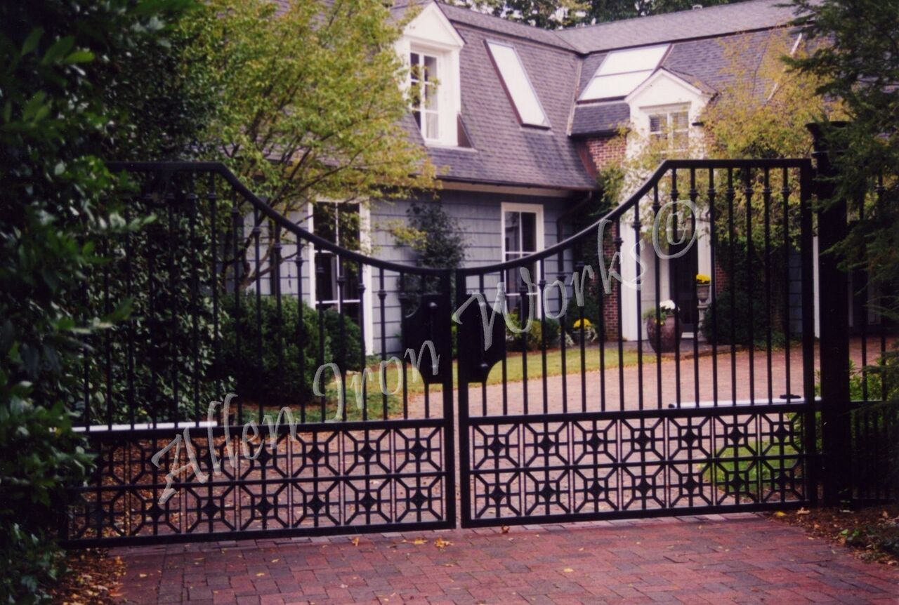 arc-driveway-gate-birmingham-al-with-cast-iron-designs-at-bottom-of-gate