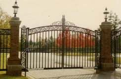 arched-iron-gate-in-birmingham-al-with-cast-iron-designs